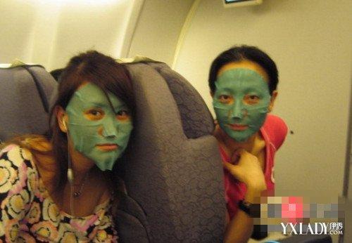 空姐在飞机上卖面膜_news.yxlady.com-伊秀新闻网