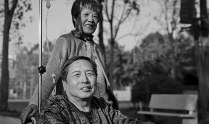 72岁老汉变性手术妻子称不后悔与其结婚