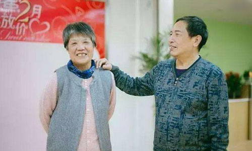 72岁老汉变性手术变身女子无法与妻子啪啪啪